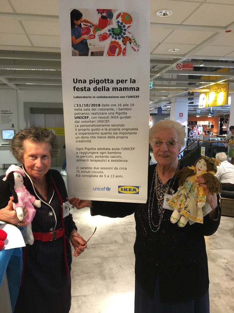 Le nonne del Girasole a IKEA per laboratorio pigotte UNICEF